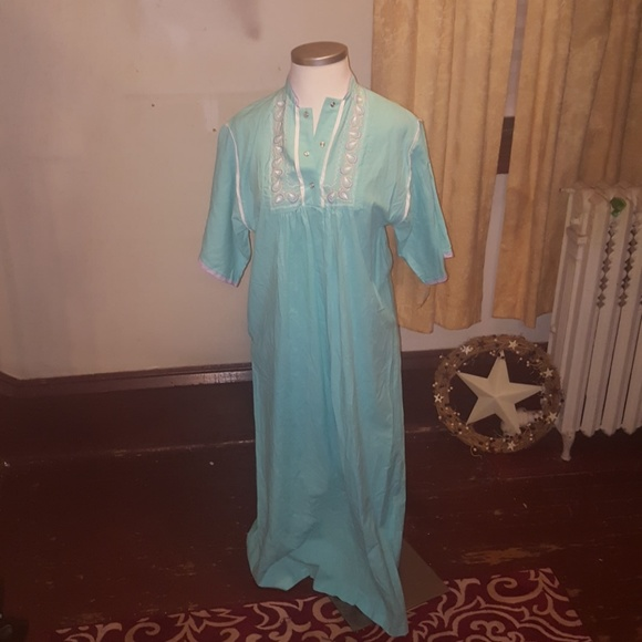 dee304467ab3 Nwt vintage robe Tiffany loungewear size small